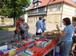 DSC01551-300x224 in Bücherflohmarkt 2015 - Trotz grosser Hitze 359 € für weitere Namenstafeln
