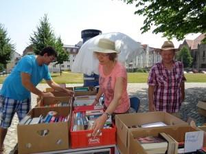 DSC01556-300x224 in Bücherflohmarkt 2015 - Trotz grosser Hitze 359 € für weitere Namenstafeln