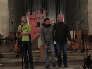 IMG 0283-Schluss-300x225 in Konzert der Mittelalter-Band Bergfolk erbringt 855 Euro Spenden für Namenstafeln
