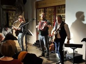 20171103 185719-klein-300x225 in Tolles Konzert mit Cellart bringt 510 Euro Spenden ein