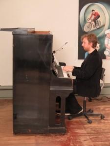 IMG 7939klein-225x300 in Stummfilmpianist Richard Siedhoff - ein vergnüglicher Abend und 311,50 Euro Spenden