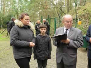 IMG 0424-300x225 in Petition im Landtag übergeben - Der Stollen muss für die Besucher der Gedenkstätte zugänglich bleiben!