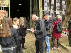 IMG 0433-300x225 in Petition im Landtag übergeben - Der Stollen muss für die Besucher der Gedenkstätte zugänglich bleiben!
