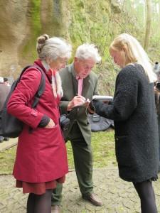 IMG 0440-e1531155628844-225x300 in Petition im Landtag übergeben - Der Stollen muss für die Besucher der Gedenkstätte zugänglich bleiben!
