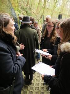 IMG 0443-e1531155539985-225x300 in Petition im Landtag übergeben - Der Stollen muss für die Besucher der Gedenkstätte zugänglich bleiben!