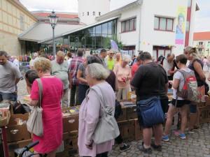 IMG 3546-300x225 in Bücherflohmarkt erbringt 498,90 Euro Spenden